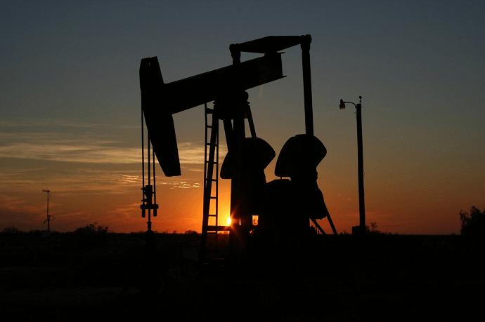 Por qué son divergentes los precios del petróleo